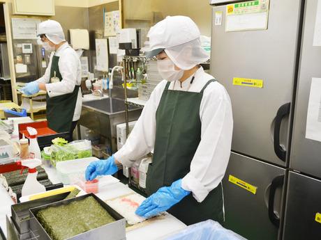週2、3日~勤務OKの寿司惣菜売場のパック詰め、商品出し*未経験でも先輩が現場で丁寧に教えるので安心